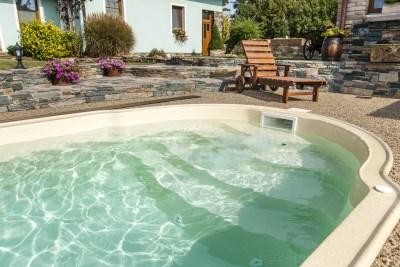 bazén s bazénovým límcem